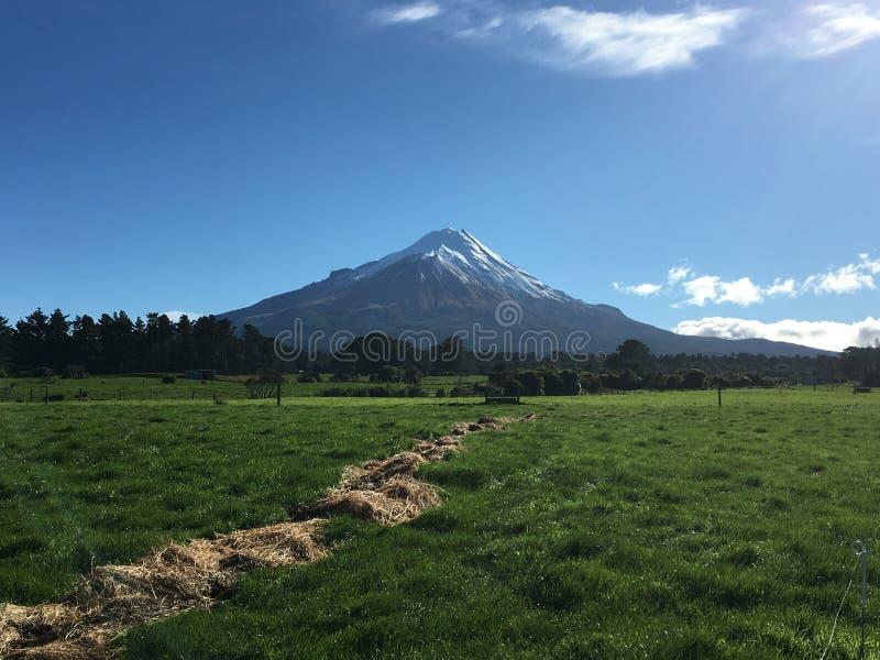 Vista rural del soporte Taranaki foto de archivo libre de regalías