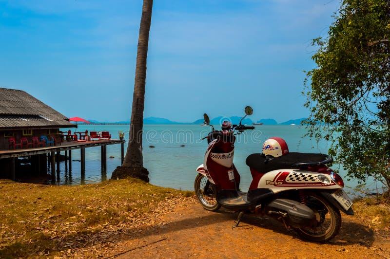 Vista sbalorditiva attraverso il paesaggio di Koh Lanta, Tailandia immagini stock libere da diritti