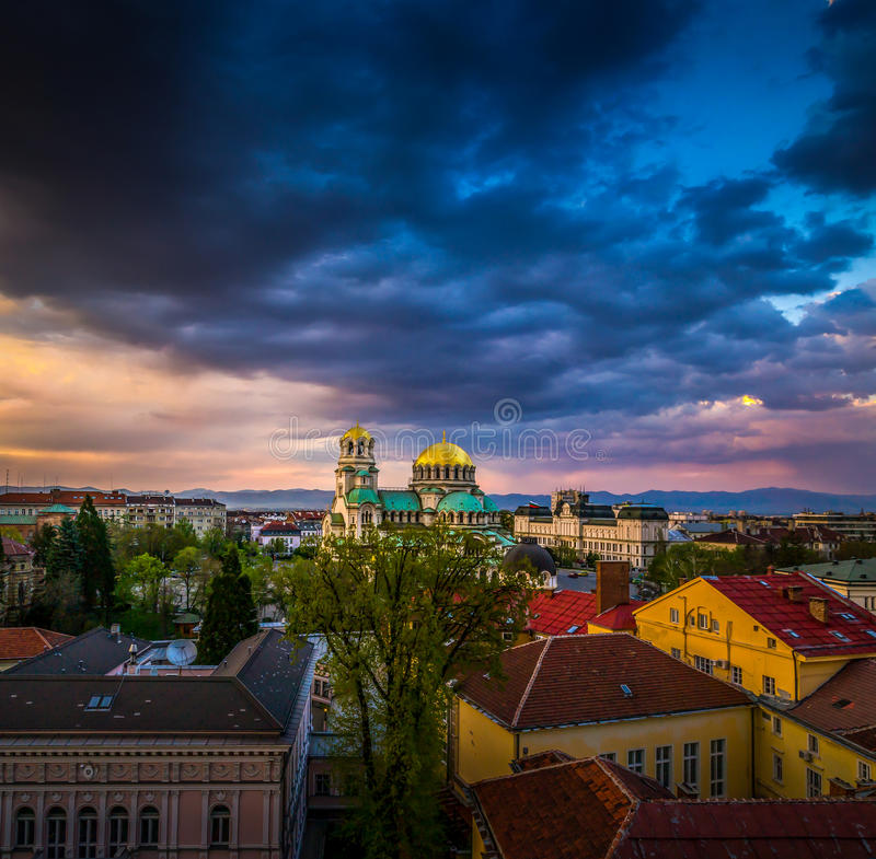 Vista sbalorditiva sopra Alexander Nevsky Cathedral in Sofia Bulgaria fotografia stock libera da diritti