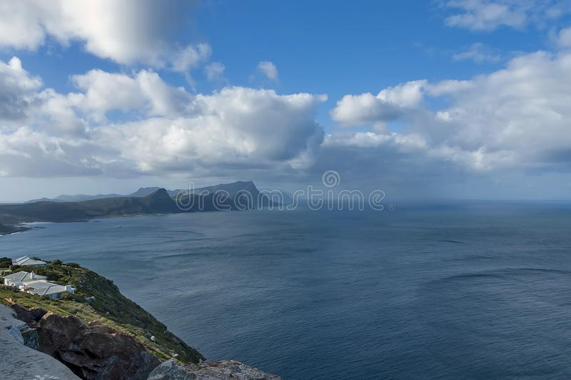 Vista scenica alla baia falsa dalla collina del Capo di Buona Speranza immagini stock libere da diritti