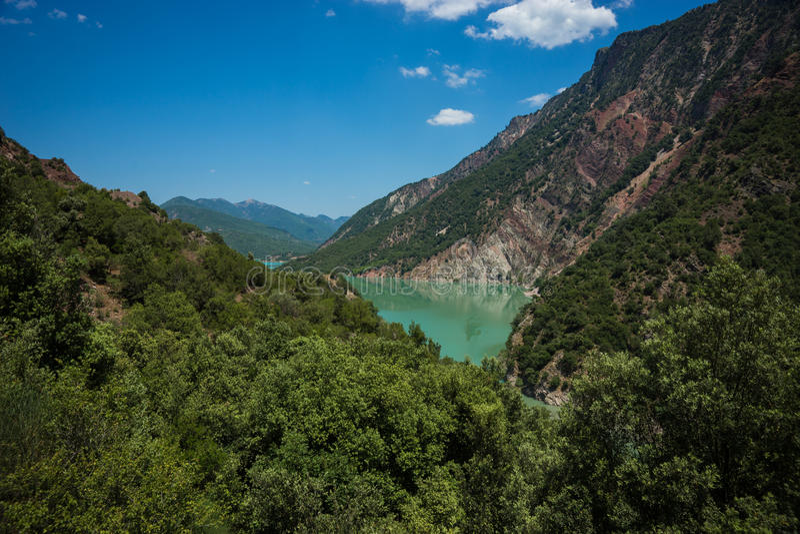 Vista scenica dalla montagna al lago Kremaston, Evritania, Grecia immagine stock libera da diritti