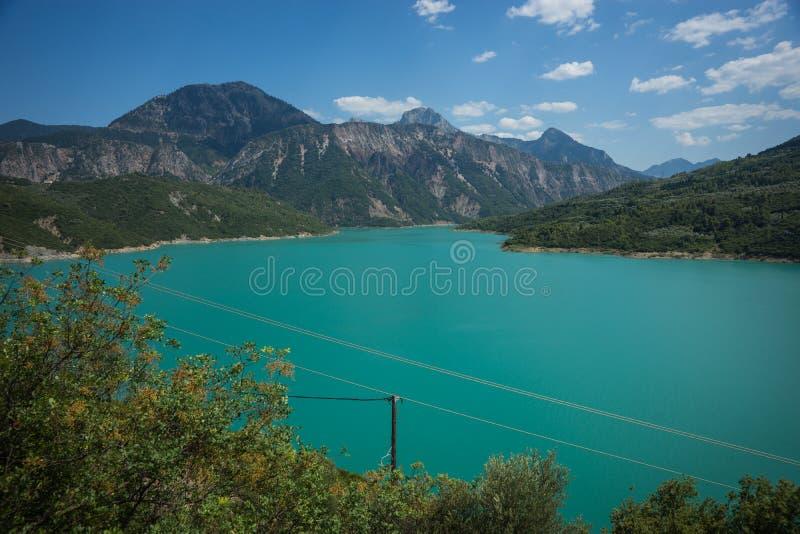 Vista scenica dalla montagna al lago Kremaston, Evritania, Grecia fotografia stock libera da diritti