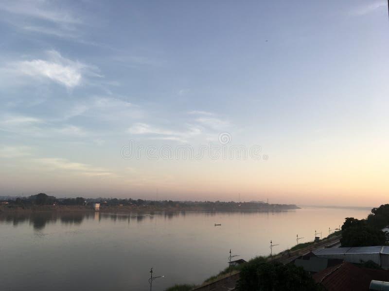 Vista scenica del fiume di Mekhong in Nong Khai, Tailandia fotografia stock