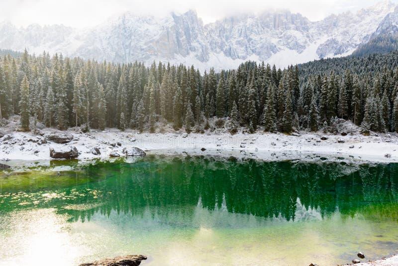 Vista scenica del karersee del lago immagini stock