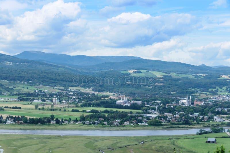 Vista scenica del villaggio della Quebec della st Paul Bay fotografia stock