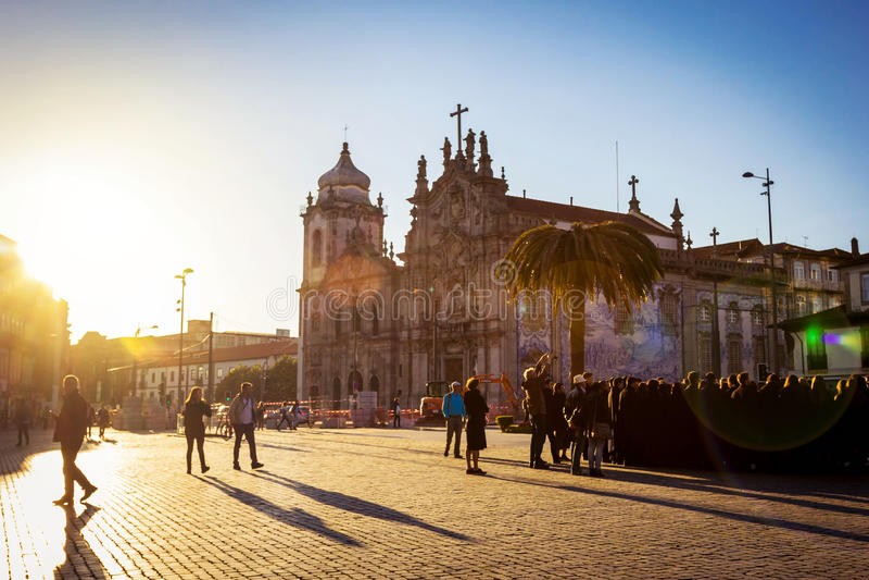 Vista scenica della cattedrale e del quadrato a Oporto fotografia stock libera da diritti