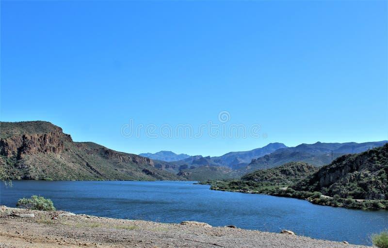 Vista scenica della foresta nazionale di Tonto dalla MESA, Arizona al lago Arizona, Stati Uniti canyon immagini stock