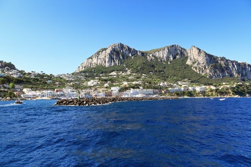 Vista Scenica Della Località Di Soggiorno Popolare, Isola Di Capri ...