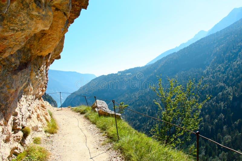 Vista scenica delle dolomia delle montagne in Italia immagine stock libera da diritti