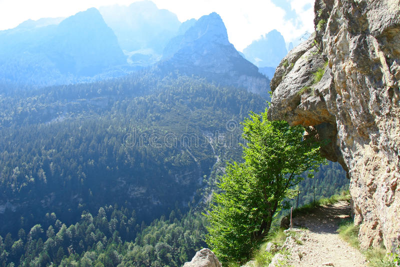 Vista scenica delle dolomia delle montagne in Italia fotografia stock