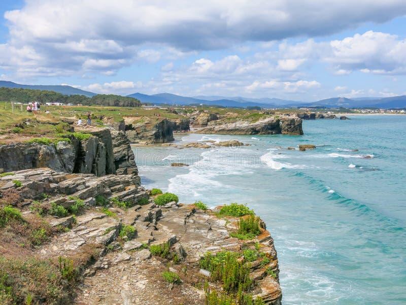 Vista scenica delle scogliere di Praia das Catedrais, spiaggia famosa in Galizia, Spagna del Nord immagine stock