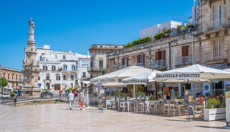 Vista scenica di estate in Ostuni, provincia di Brindisi, Puglia, Italia fotografie stock libere da diritti
