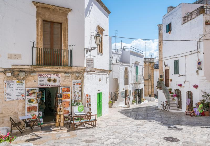Vista scenica di estate in Ostuni, provincia di Brindisi, Puglia, Italia immagine stock libera da diritti