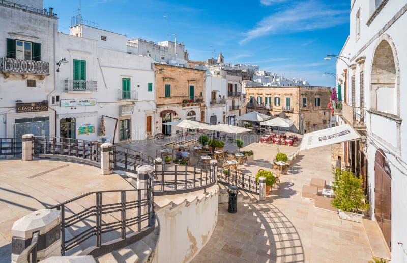 Vista scenica di estate in Ostuni, provincia di Brindisi, Puglia, Italia fotografia stock libera da diritti