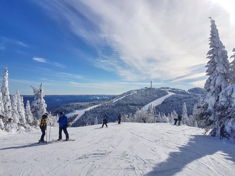 Vista scenica di una stazione sciistica Mont-Tremblant fotografia stock libera da diritti