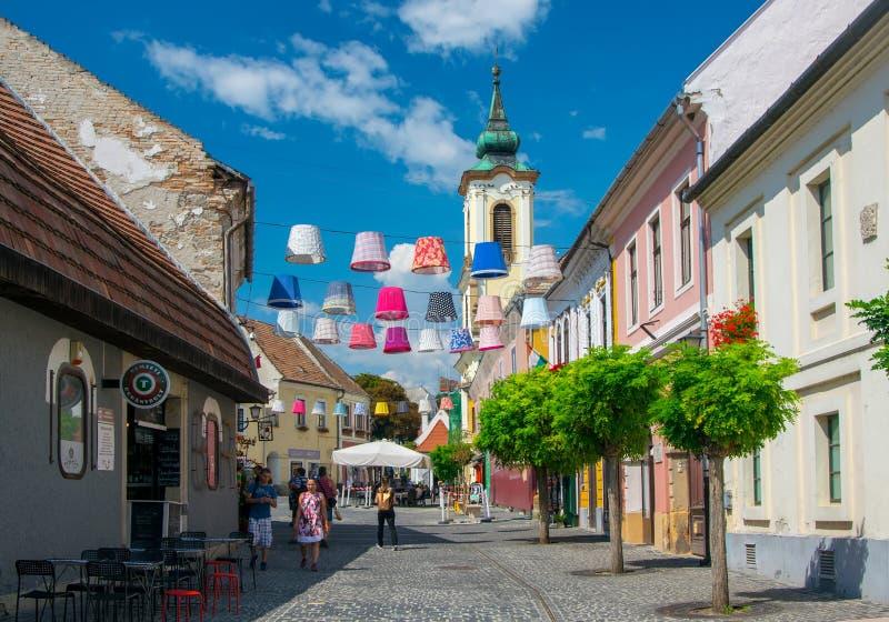Vista scenica di vecchia città di Szentendre, Ungheria al giorno di estate soleggiato fotografia stock libera da diritti