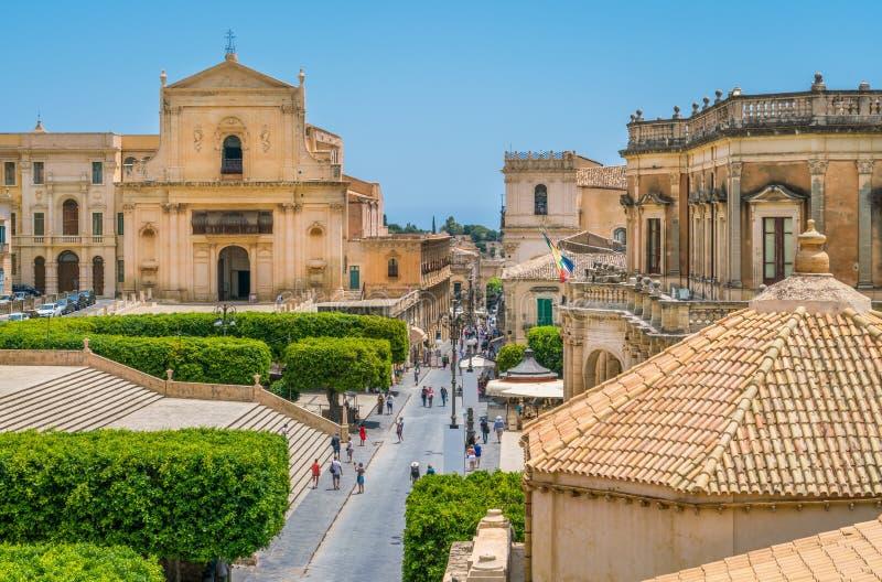 Vista scenica in Noto, con il Santissimo Salvatore Church e il Palazzo Ducezio Provincia di Siracusa, Sicilia, Italia fotografia stock libera da diritti
