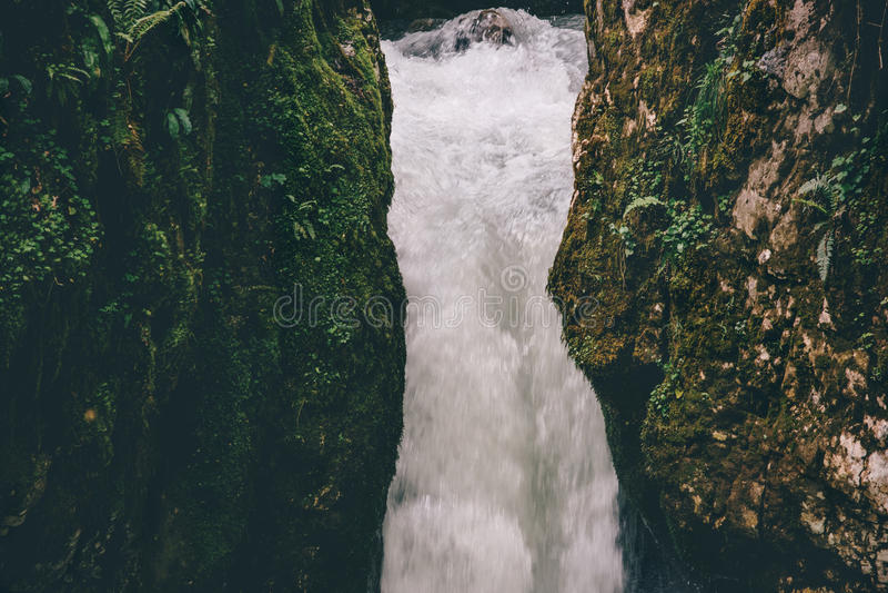 Vista scenica serena di viaggio del paesaggio della cascata immagine stock libera da diritti