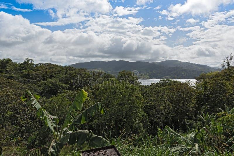 Vista scenica sopra il lago Arenal in Costa Rica fotografia stock libera da diritti