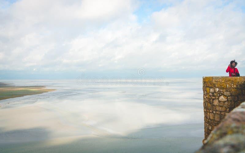 Vista scenica sulla linea costiera da Mont Saint-Michel immagine stock