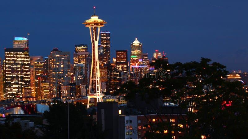 Vista skyline de Seattle, Washington na noite imagem de stock