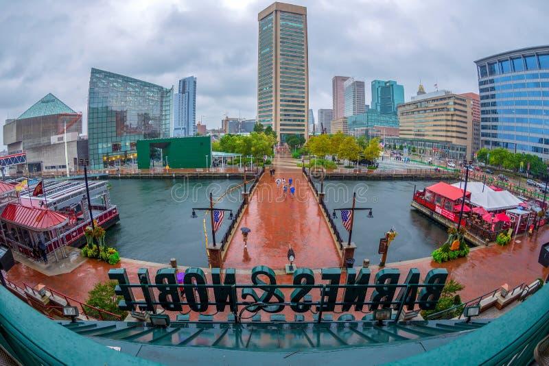 Vista sobre arranha-céus da cidade e o porto velho, Baltimore, EUA imagens de stock royalty free