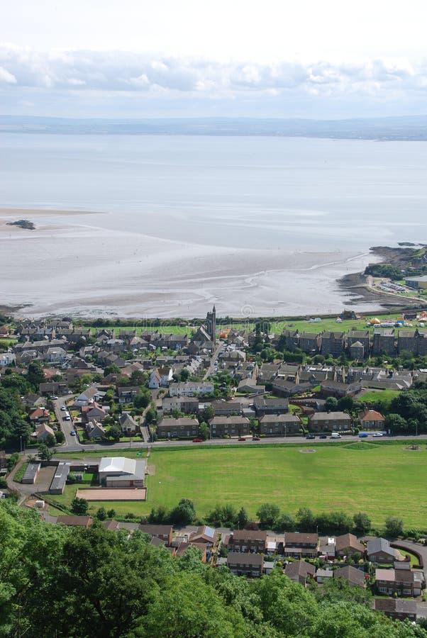 Vista sobre Burntisland imagens de stock