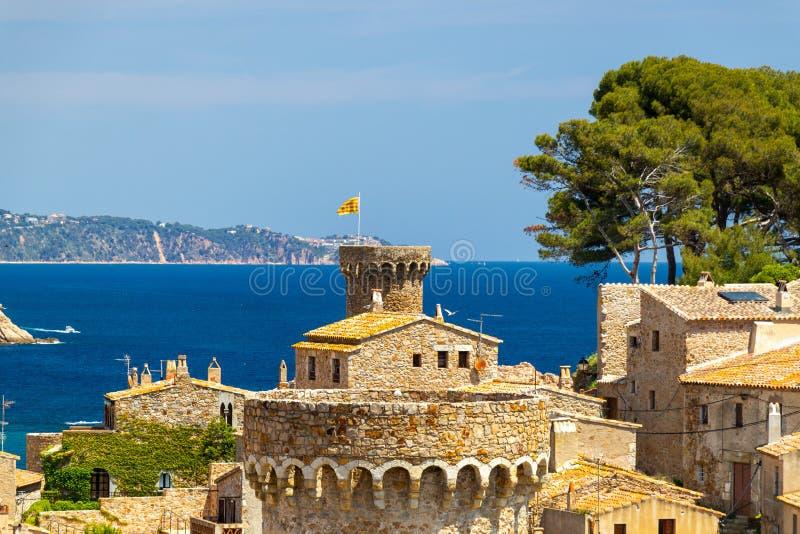 Vista sobre a cidade ao mar fotos de stock royalty free