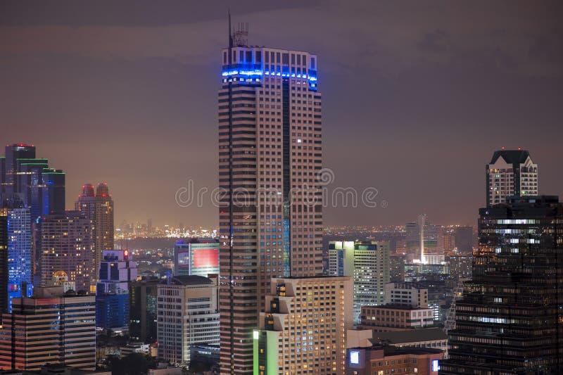 Vista sobre a cidade de Banguecoque na noite fotografia de stock