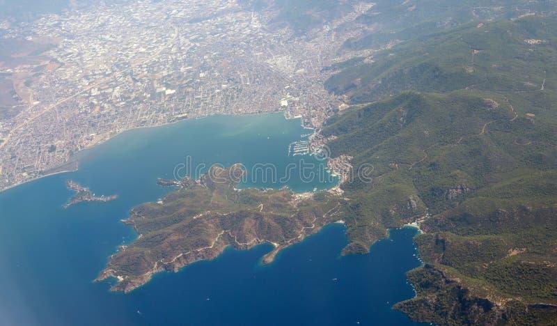 Vista sobre a cidade de Fethiye na costa mediterrânea de Turquia imagem de stock