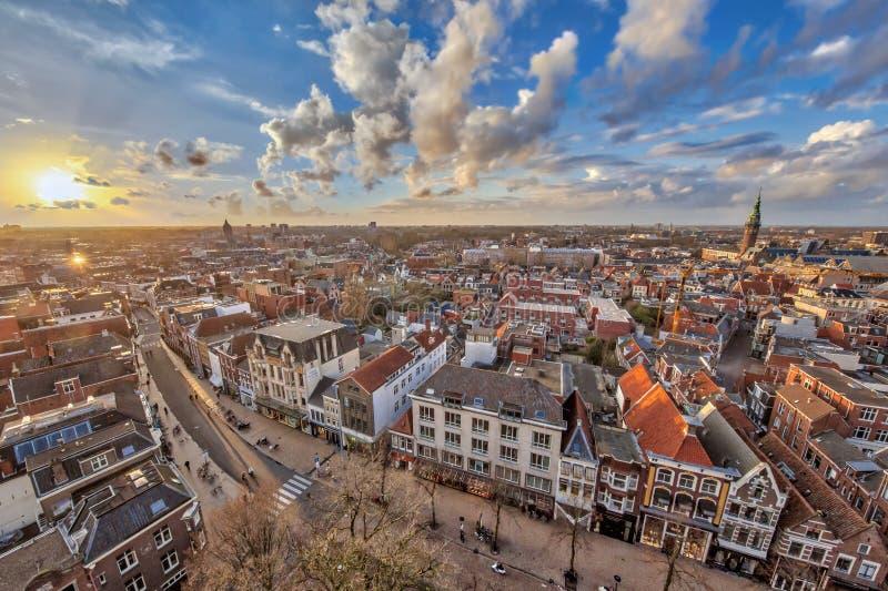 Vista sobre a cidade de Groningen no por do sol imagens de stock