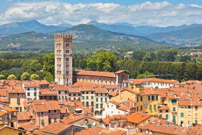 Vista sobre cidade de Lucca, Toscânia imagens de stock