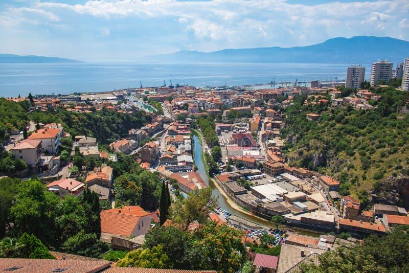 Vista sobre a cidade e o porto de Rijeka, na Croácia fotografia de stock