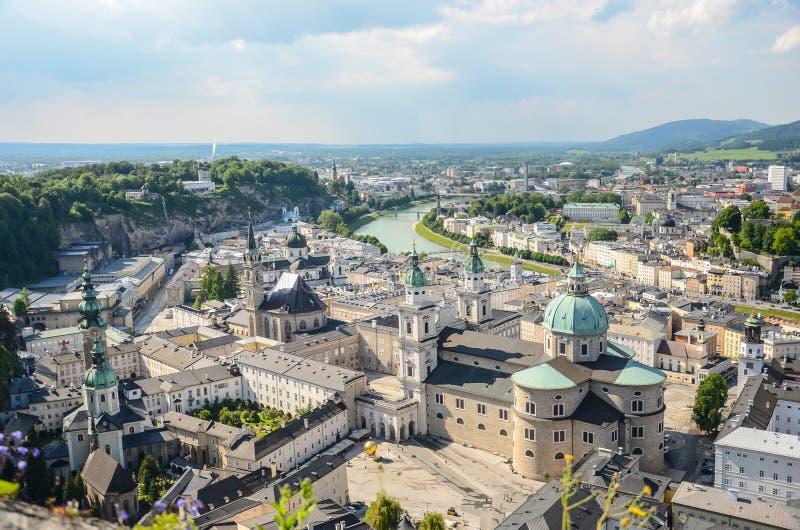 Vista sobre a cidade velha barroco, cidade velha de Salzburg, Áustria fotografia de stock