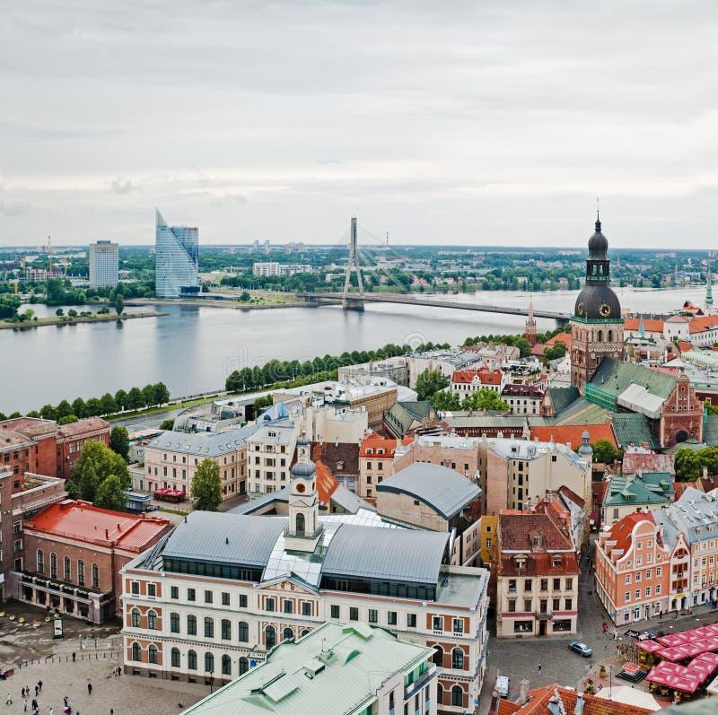 Vista sobre a cidade velha de Riga fotografia de stock royalty free