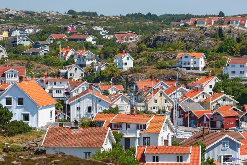 Vista sobre Grundsund, uma vila antiga na Suécia imagem de stock