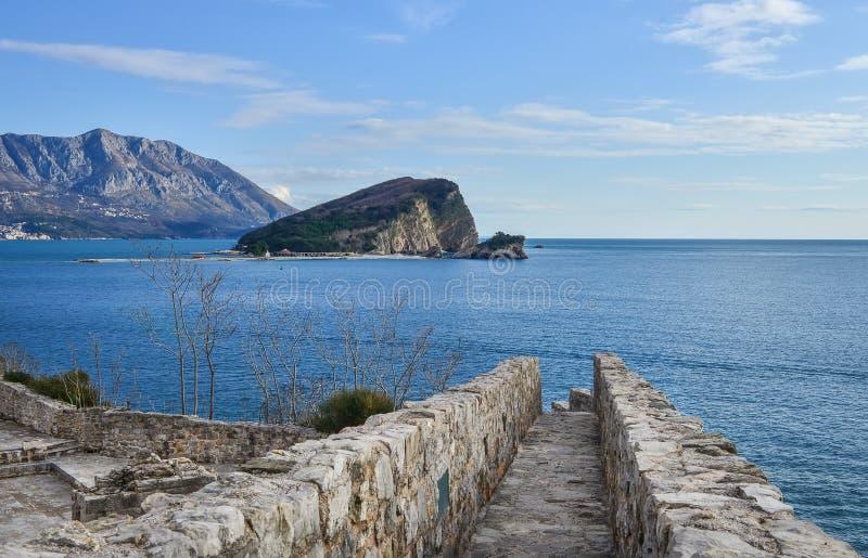 A vista sobre a ilha de Nikolas de Saint e o mar de adriático do fotos de stock royalty free