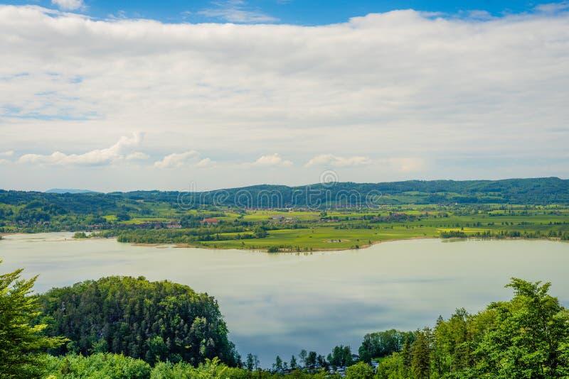 Vista sobre montes alpinos fotografia de stock