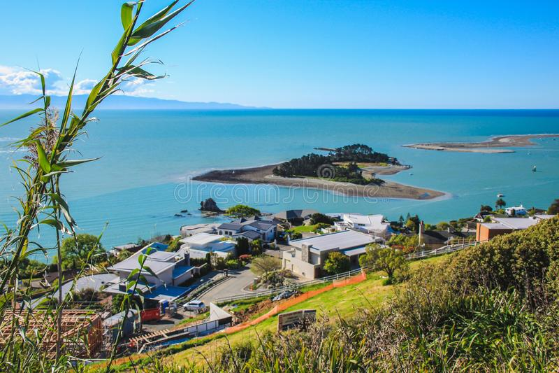 Vista sobre Nelson e a costa de Princes Drive Lookout, Ilha do Sul, Nova Zelândia imagens de stock royalty free