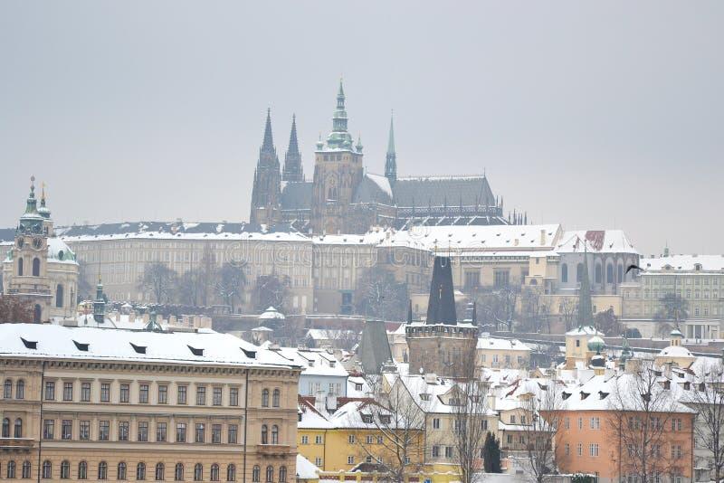 Vista sobre o castelo de Praga foto de stock royalty free