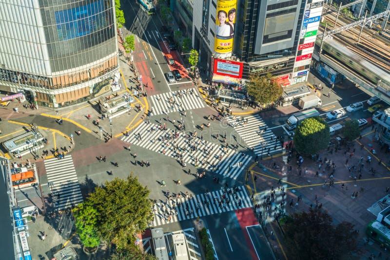 Vista sobre o cruzamento de Shibuya, o cruzamento o mais ocupado no mundo, T?quio fotografia de stock royalty free