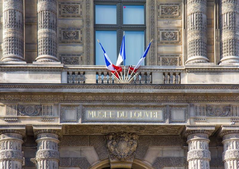 Vista sobre o museu do Louvre em Paris foto de stock