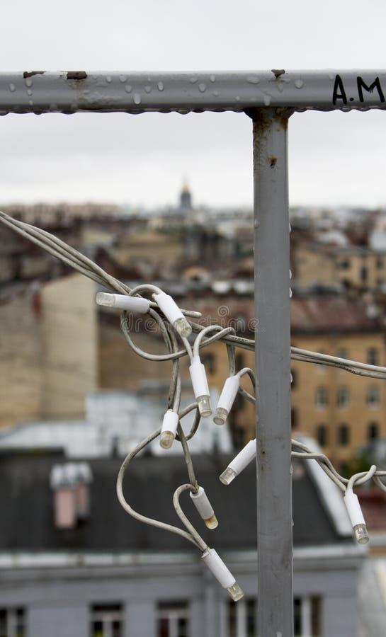 Vista sobre os telhados da cidade imagem de stock