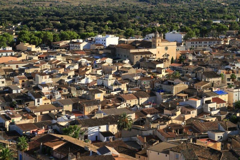 Vista sobre os telhados da cidade velha de Arta, Majorca, Espanha, Europa imagens de stock royalty free