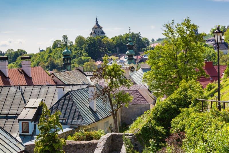 Vista sobre telhados da cidade Banska Stiavnica imagem de stock