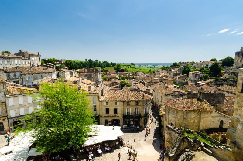 Vista sobre telhados e casas de Saint Emilion, Bordéus, França foto de stock
