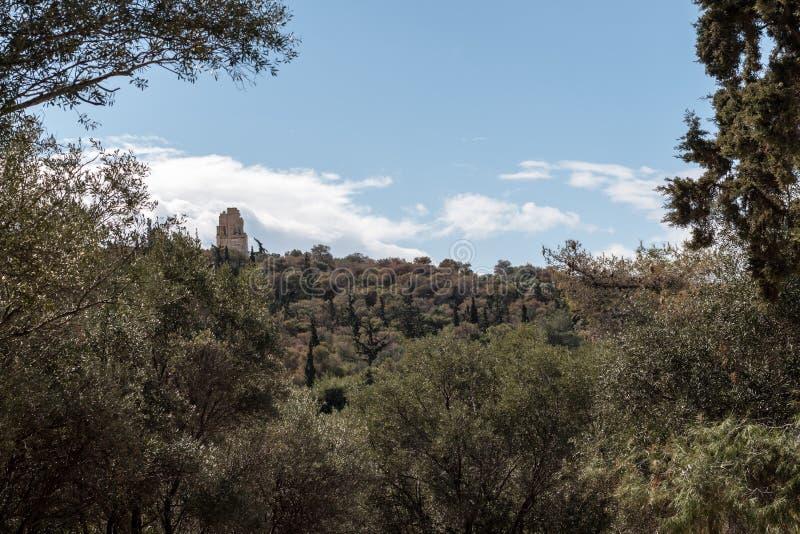 Vista soleggiata della collina Atene, Grecia di Filopappos fotografia stock libera da diritti