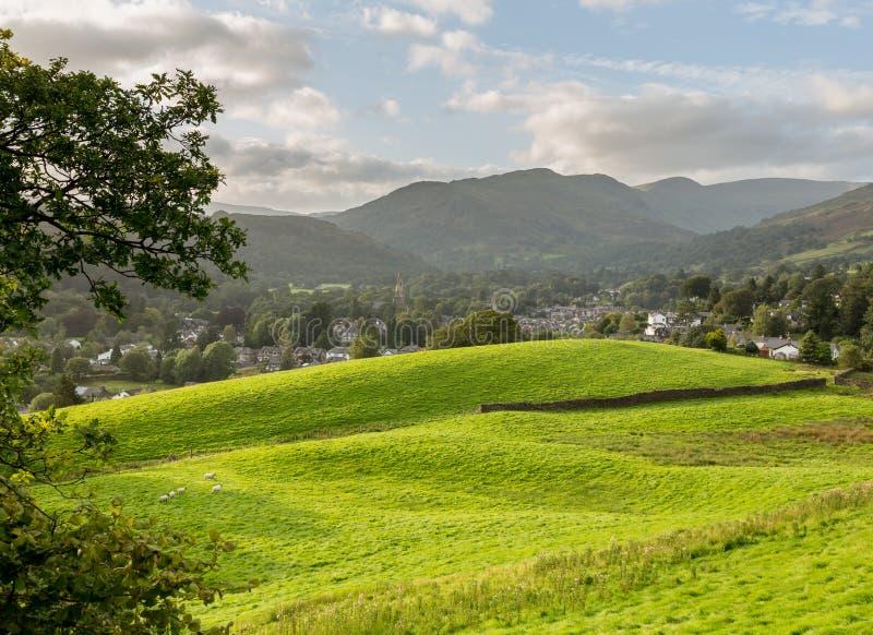 Vista sopra i campi al distretto del lago Ambleside fotografia stock libera da diritti