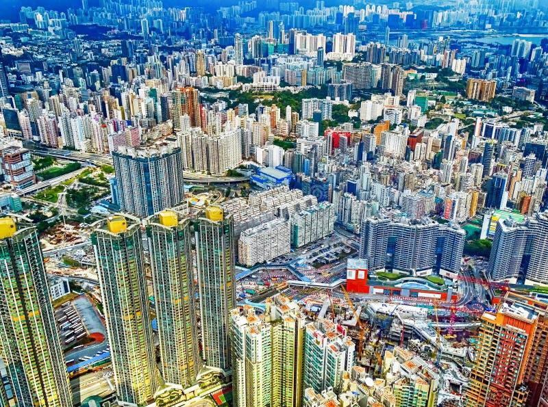 Vista sopra i grattacieli di Kowloon in Hong Kong fotografia stock libera da diritti