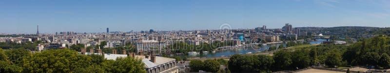 Vista sopra i tetti di Parigi immagini stock libere da diritti